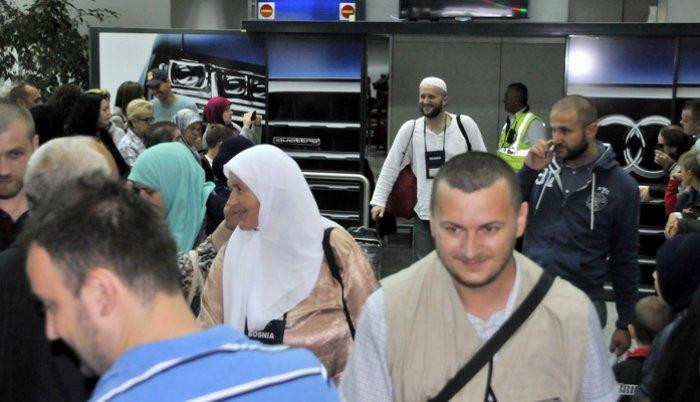 """Резултат слика за S Međunarodnog aerodroma """"Kralj Abdulaziz"""" u Džedi, Kraljevina Saudijska Arabija sinoć je za Sarajevo poletio prvi avion s bh.hadžijama koji su ove 2016./1437. Hidžretske godine obavili petu islamsku dužnost-hadž."""