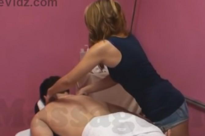 masaža saloni porno prisiliti mamu seksualnu cijev