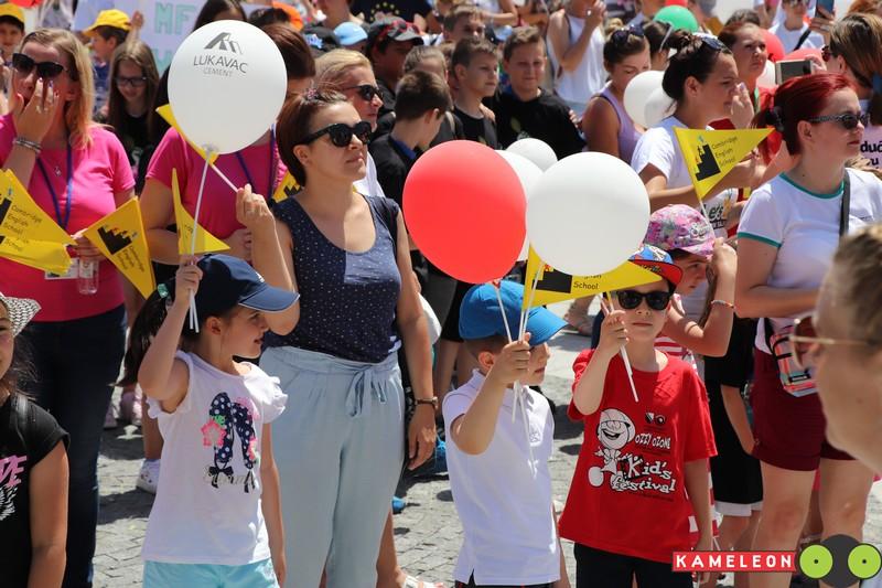 ovako to izgleda kada se nekoliko hiljada djece okupi na jednom mjestu (foto)