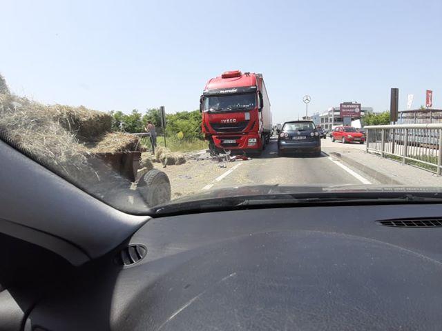 nesreća u mjestu maline kod živinica, duge kolone vozila