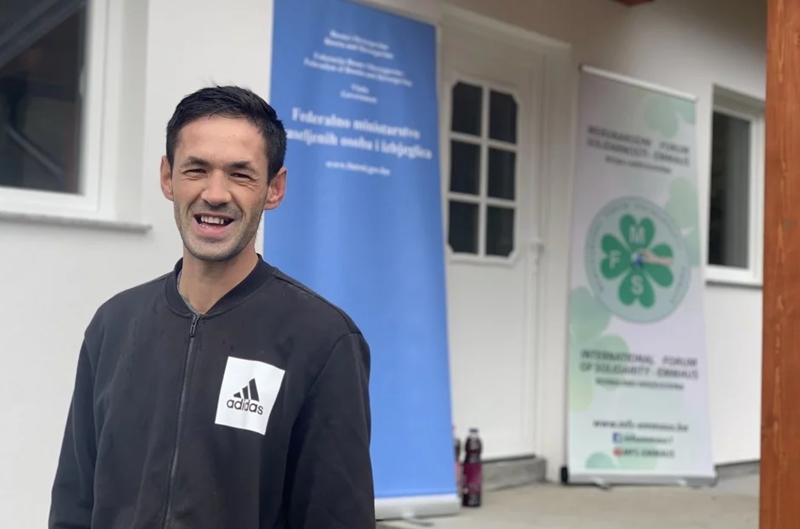 Rezultat slika za Bratunac: Mladić koji je preživio strijeljanje dosanjao san i uselio u novi dom