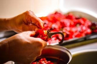 Jednostavan trik kako da bez problema ogulite pečene paprike